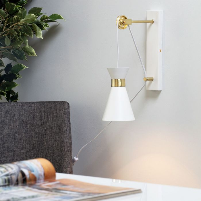 Olson Wall Light With Pulley Design